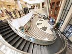 Escadas e esteiras rolantes.