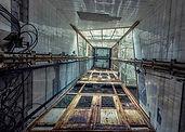 Visão do passadiço antigo e abandonado.
