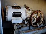 Máquina em mal estado de conservação e funcionamento.