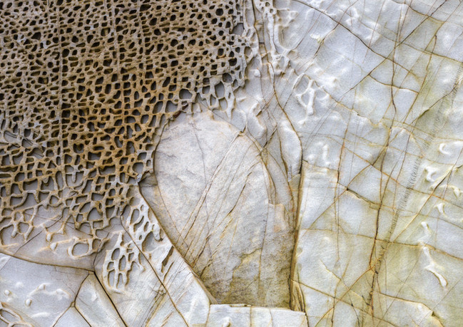 beehive-structure-in-white-sandstone-3AH