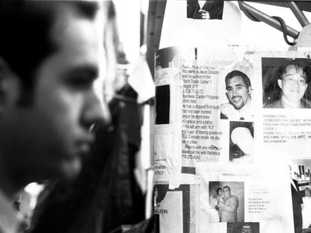 """Marco triste da humanidade: Exposição """"11/09"""" por Chris Day"""