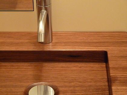 Tap and plug on a solid wood washbasin