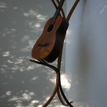 guitar stand / steambent maple