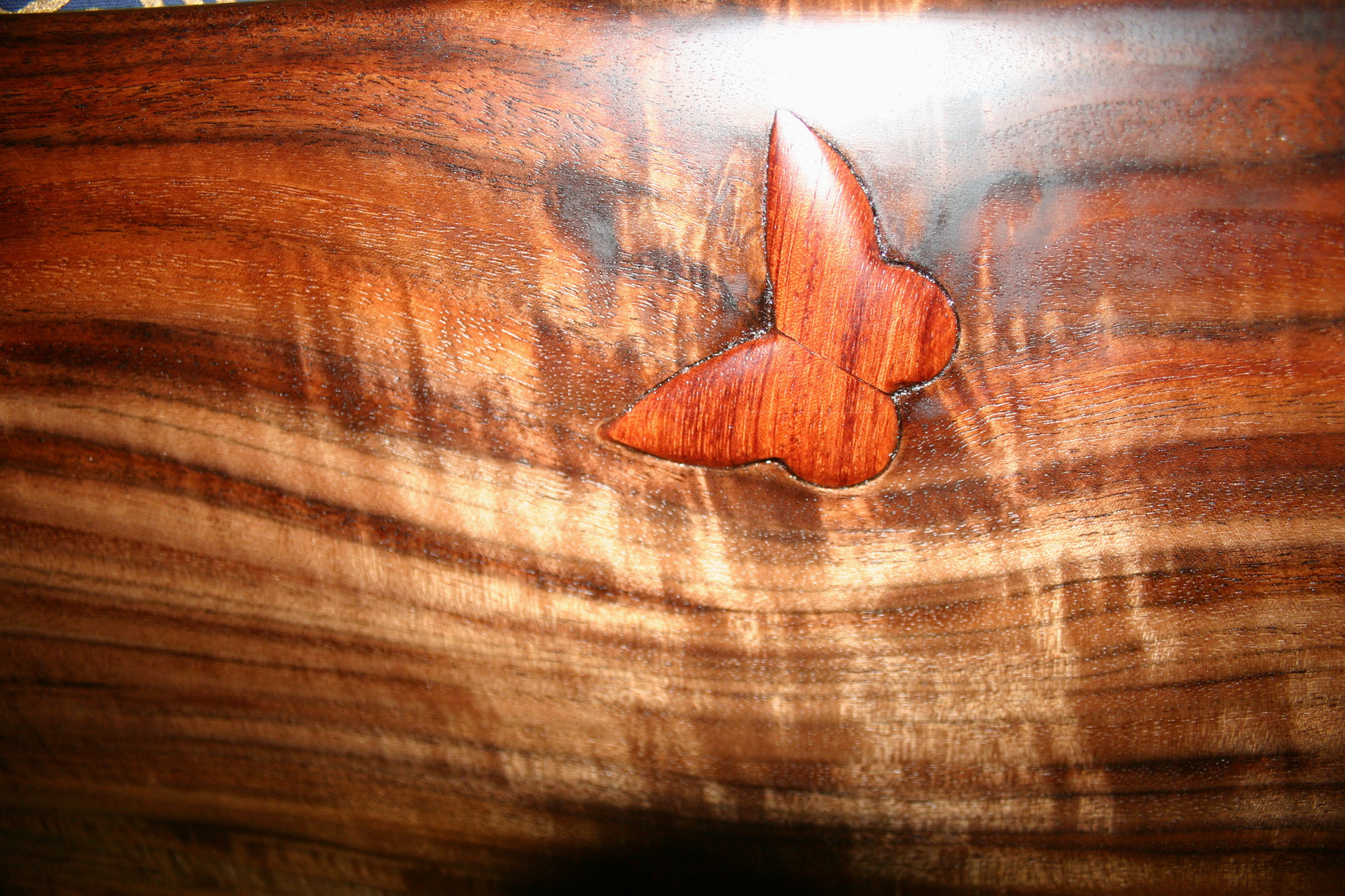 rosewood inlay in bl walnut couch.jpg