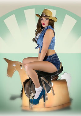 ragazza pin up cow girl con cappello e cavallo a dondolo