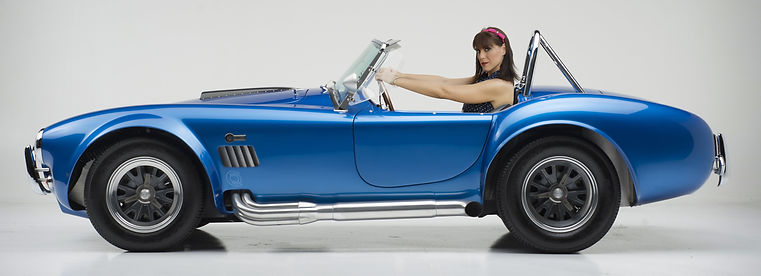 Margie's Garage su Ford Cobra Shelby blu