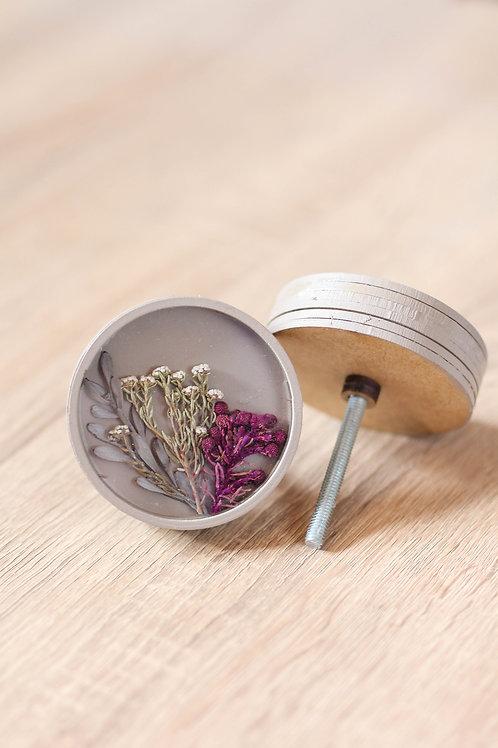 Doorknob dry flowers