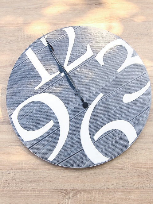 small wooden clock 3 6  9 12