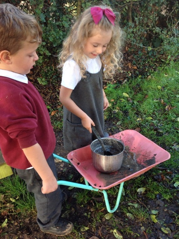 Mud kitchen gourmet!