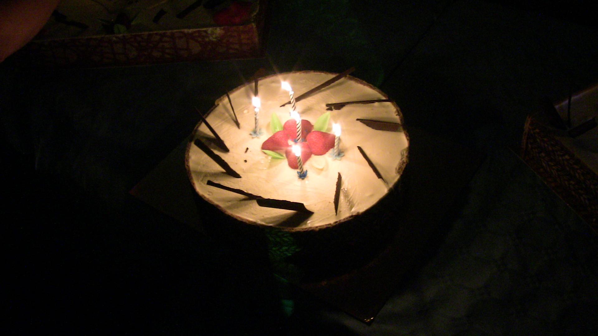gâteau d'anniversaire avec bougie