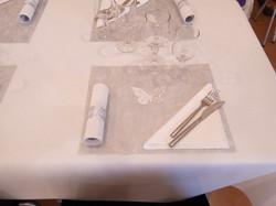 blanc et set de table gris