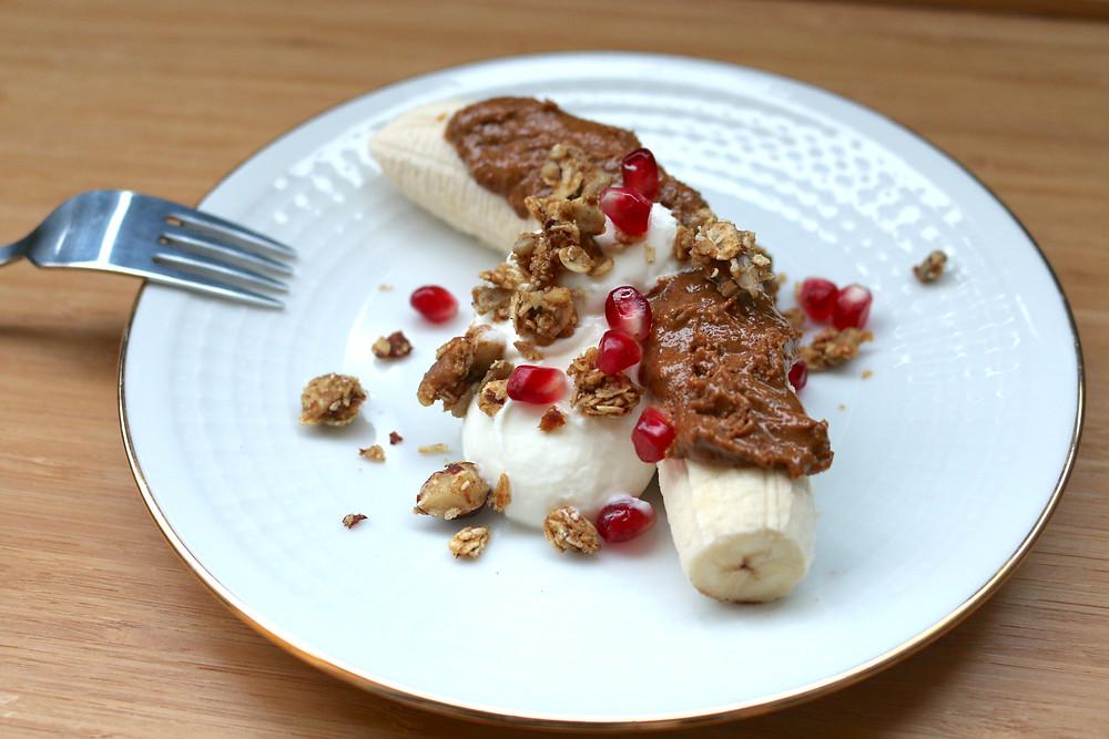 Zimowy banana split (wegański, bezglutenowy, bez cukru rafinowanego)