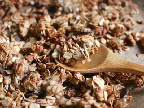 Roślinna granola proteinowa (bezglutenowa, bez cukru rafinowanego)