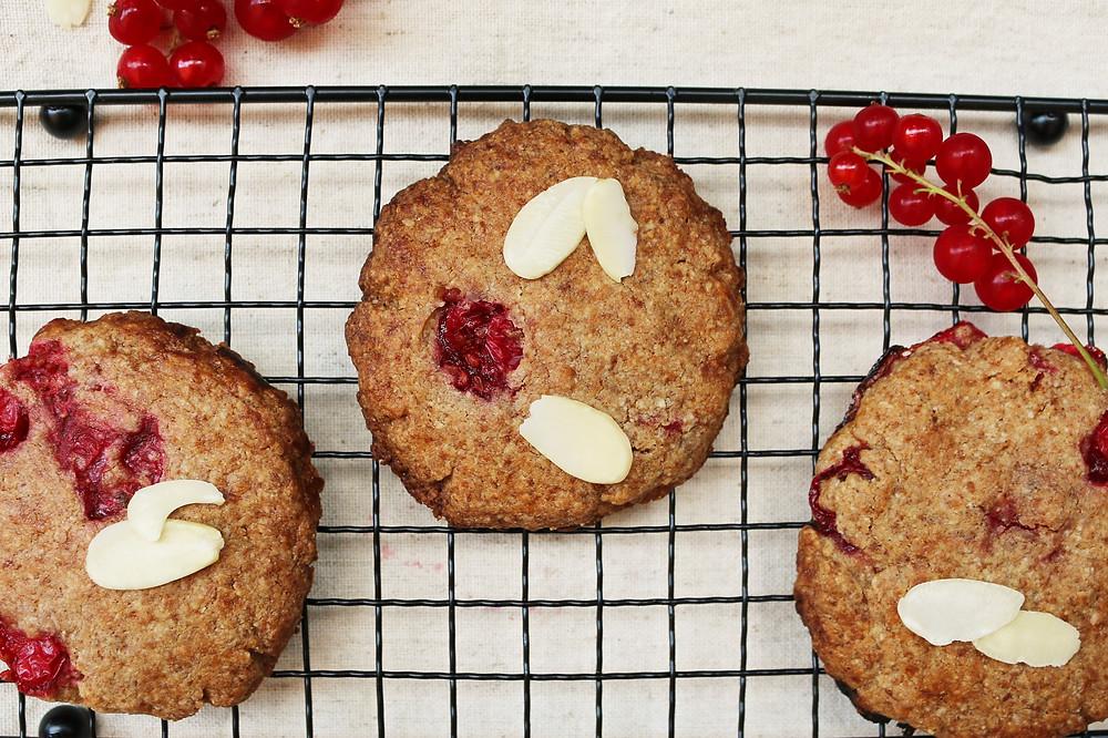 Migdałowe ciasteczka z porzeczką (wegańskie, bezglutenowe, bez cukru rafinowanego)