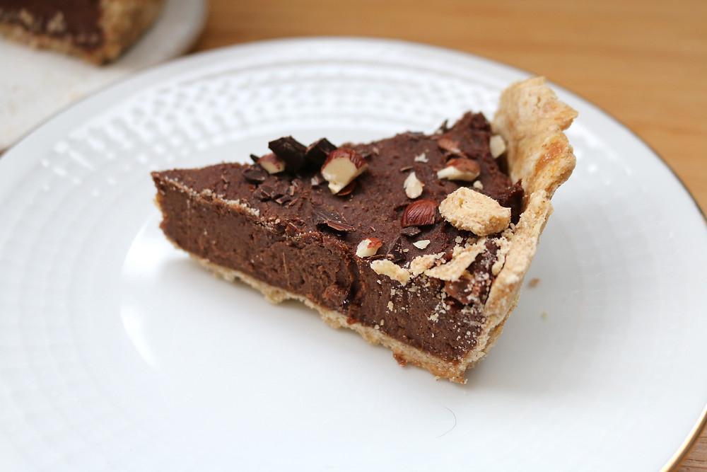 Tarta z nadzieniem chałwowo - czekoladowym (wegańskie, bez cukru rafinowanego)