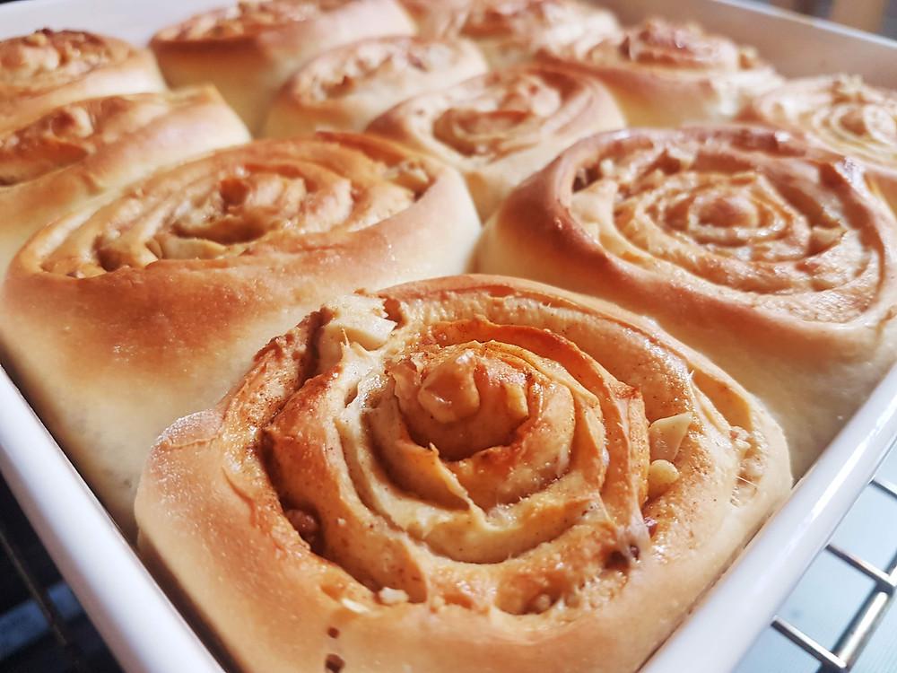 Cynamonki (cinnamon rolls, cinammon buns, donut cinnamon scrolls, wegańskie)