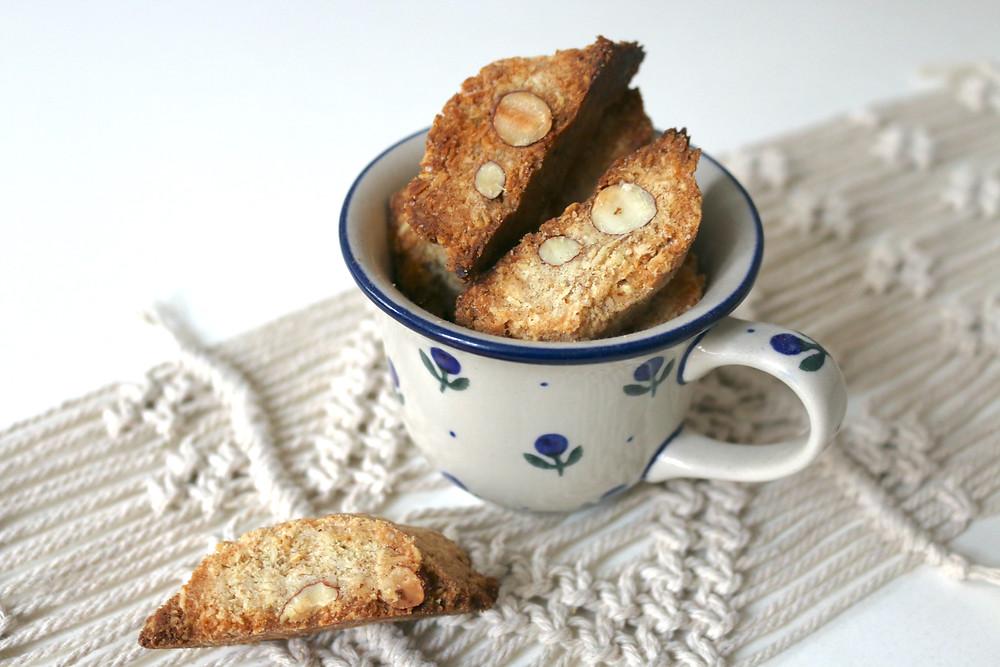 Toskańskie biscotti z migdałami (wegańskie, bez cukru rafinowanego, z opcją bezglutenową)