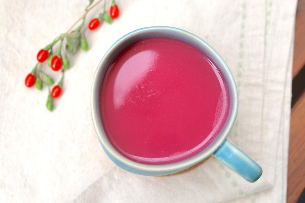 Przepis na Buraczana latte (wegańskie, bezglutenowe, bez cukru rafinowanego)