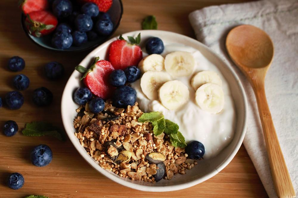 Przepis na Śniadaniowa granola z suszoną morelą (wegańska, bezglutenowa, bez cukru rafinowanego)