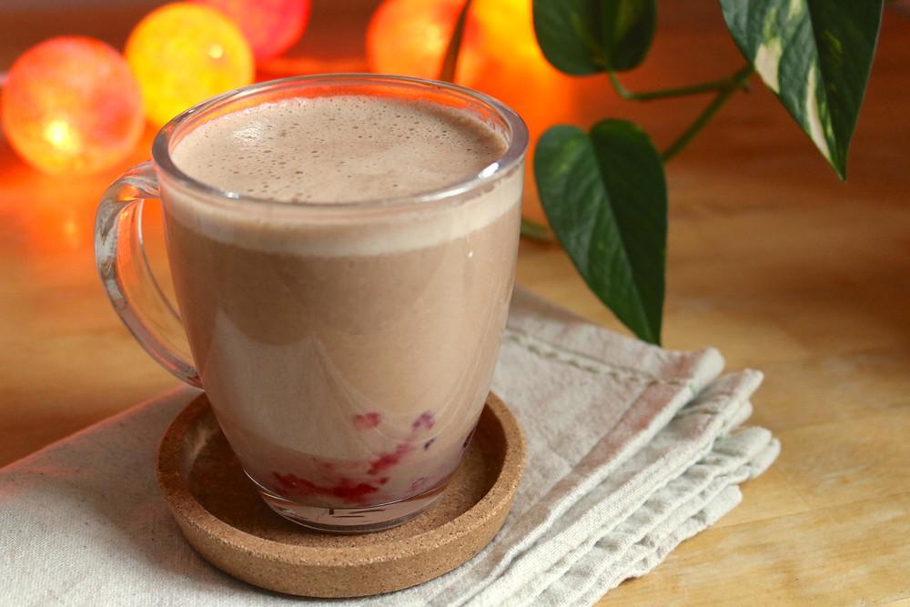 Gorąca czekolada z blendera z owocami (wegańskie, bezglutenowe, bez cukru rafinowanego)