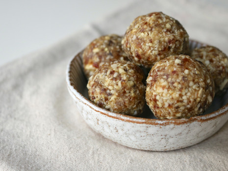 Imbirowe kulki z nerkowców (wegańskie, bezglutenowe, bez cukru rafinowanego)
