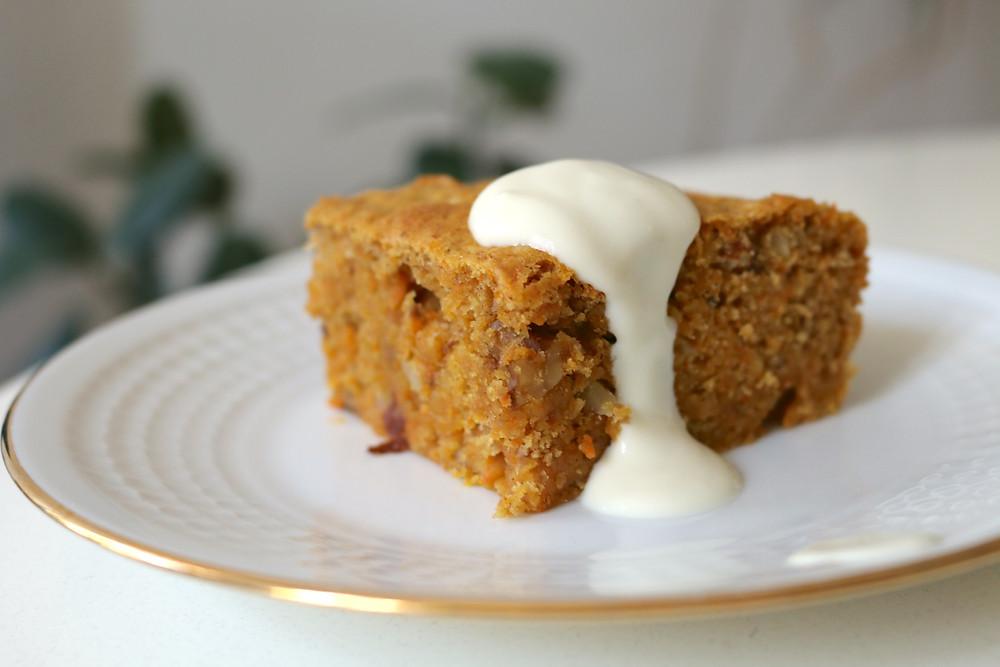 Proste wegańskie ciasto marchewkowe (bez cukru rafinowanego)
