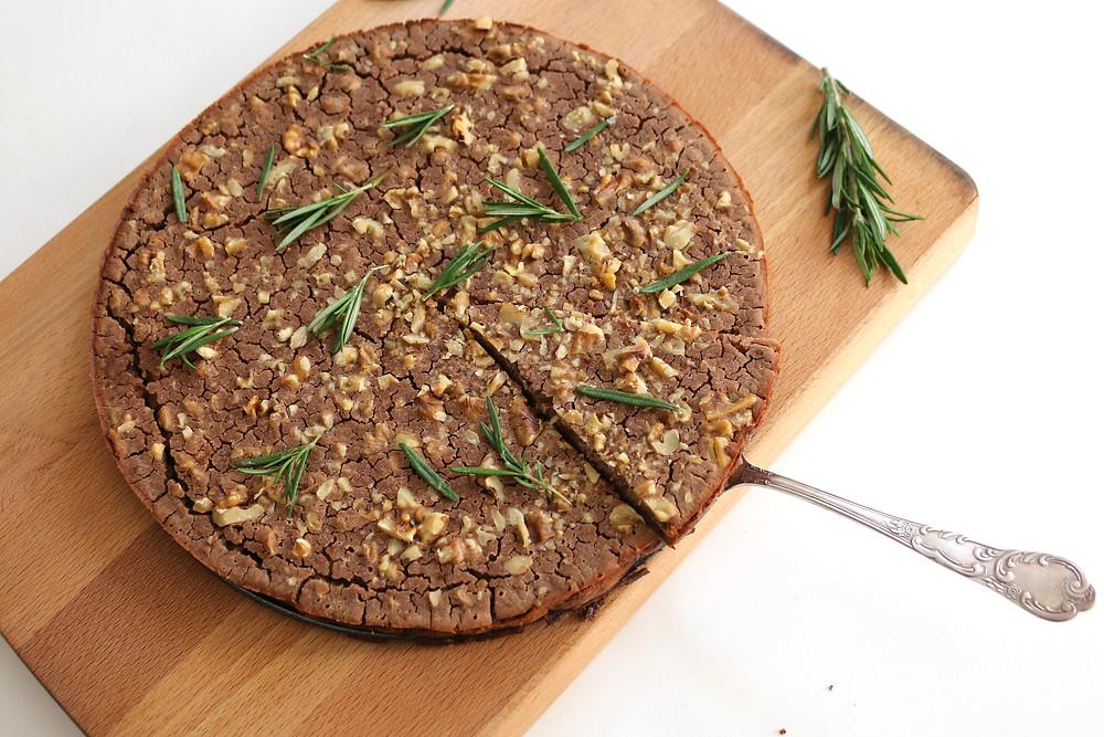 Przepis na Castagnaccio - toskański deser z mąki kasztanowej (wegańskie, bezglutenowe, bez cukru rafinowanego)