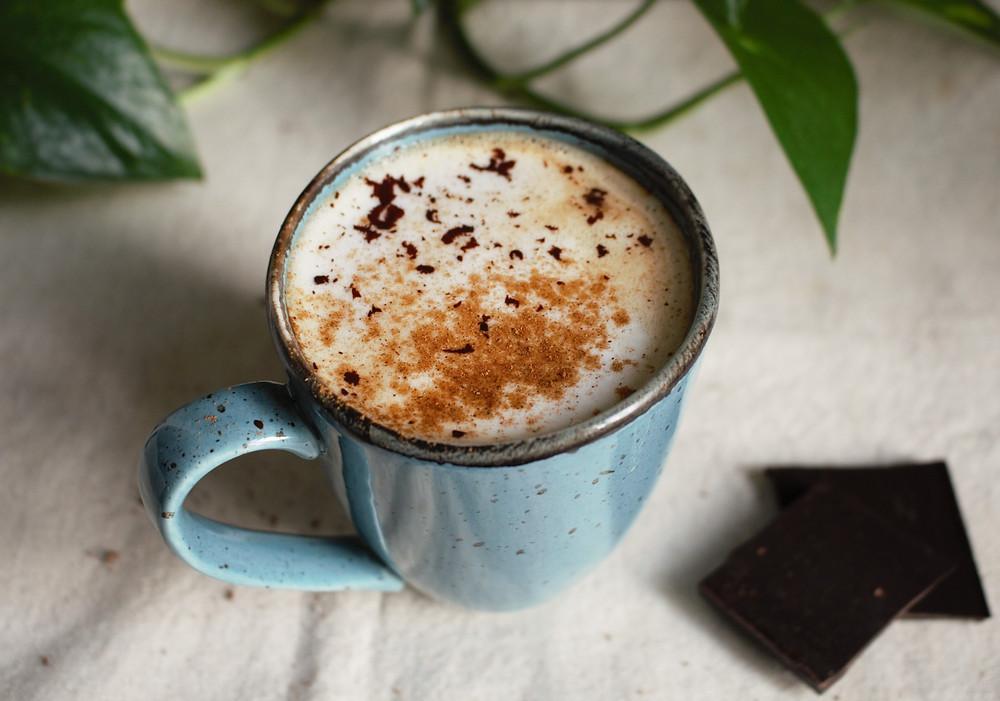 Przepis na Rozgrzewające latte daktylowo-migdałowe