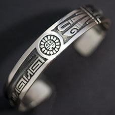 銘:Lucion Koinva 幸福の象徴,命の源を表す「サンフェイス,スパイラルのバングル」