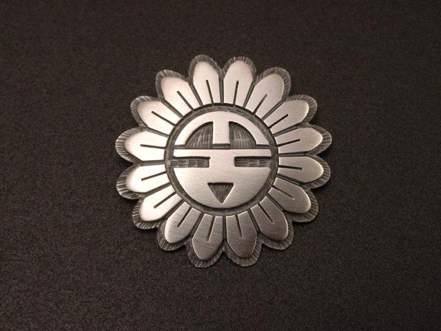 銘:Timothy Mowa 幸福の象徴,命の源を表す「サンフェイスをオーバーレイしたトップ」