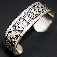 銘:Gary & Elsie Yoyokie 幸福の象徴,命の源を表す「サンフェイスとベアとベアバウのバングル」