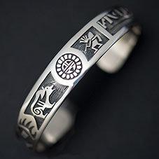 銘:Lucion Koinva 幸福の象徴,命の源を表す「サンフェイス,ココペリ,ベア,ベアパウのバングル」