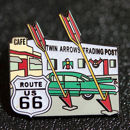 Twin Arrows のピンバッジ
