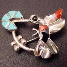 銘:Deanne Edaakie メッセンジャーの象徴「ハミングバードと花のトップ」