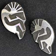 銘:James Manning 治癒能力,豊穣のシンボル「ココペリのピアス」