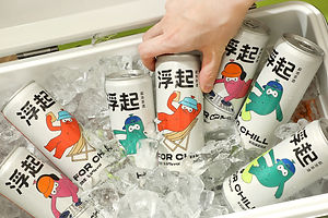 For Chill , a Conceptual Low-Alcohol Sparkling Tea Wine Brand, Delivers a Floating Sense Of Freedom
