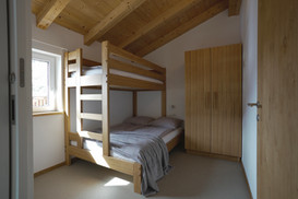 Bedroom with 3 person bankbed