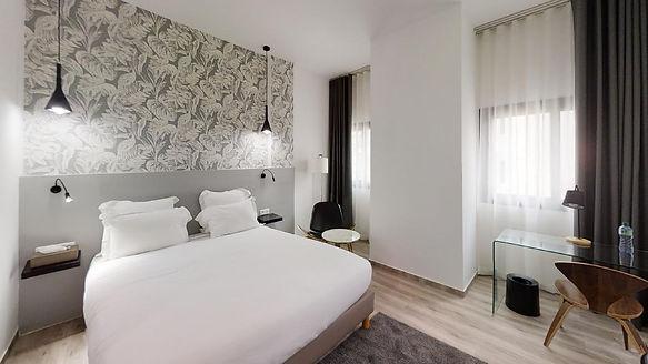 Hotel-L-adresse-Bedroom(11).jpg