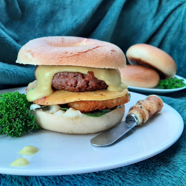 Breakfast bagel with Vutter hollandaise