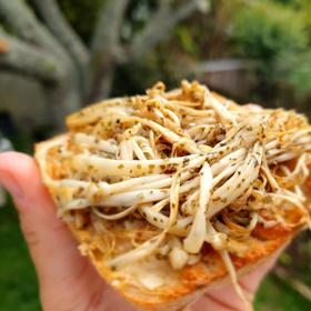 Enoki mushrooms with Vutter Garlic & Kelp flakes