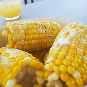 Sweet corn with melted Vutter Garlic, salt & black pepper