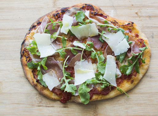 Pizza with Buffalo Mozzarella, Rucola, Prosciutto Crudo and Shaved Parmesan