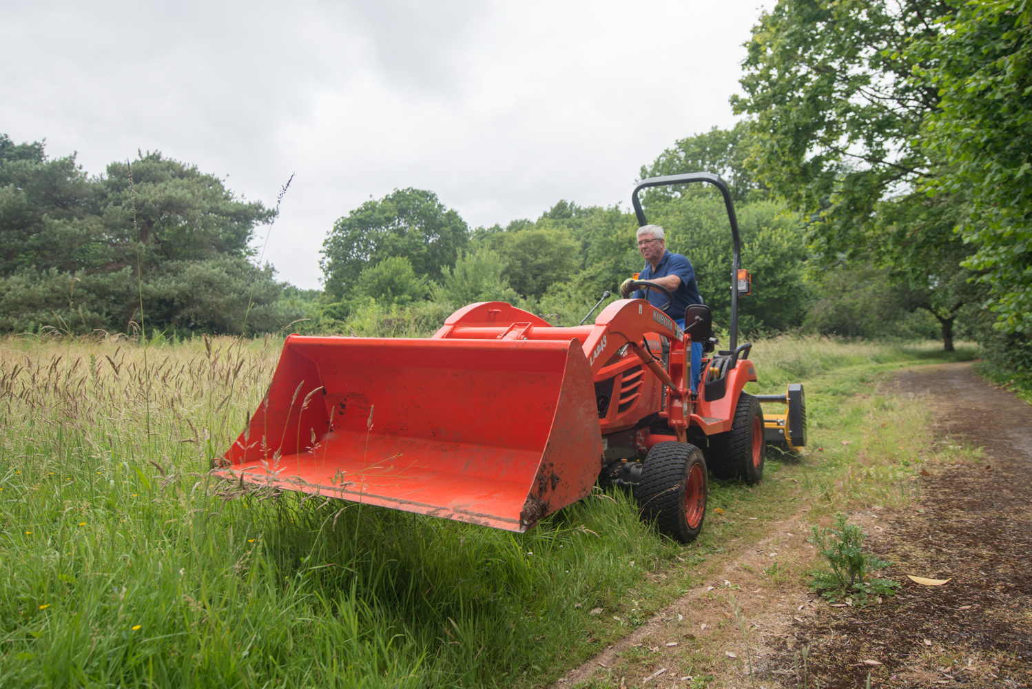 contract grass cutting bristol