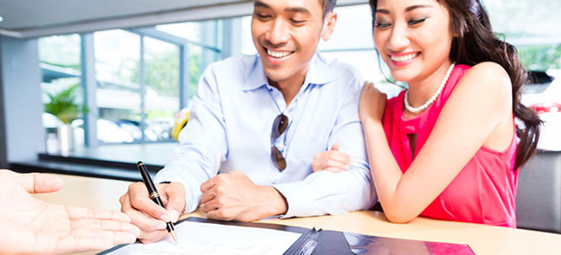 couple-signing-contract-for-new-car_iStock_680x402.jpg