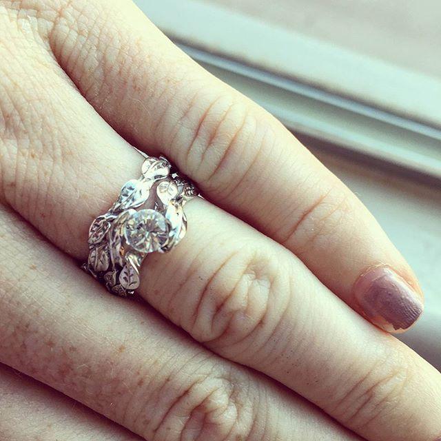 Today, the ring that matches my wedding band came in! ❤❤❤ #weddingring #weddingringset #benati #jewe