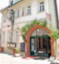 Glockenhof Eltville_Front.jpg
