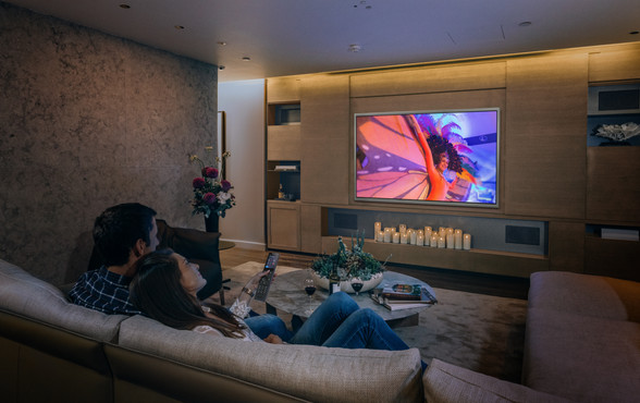 CrestronHome_Lifestyle_HomeTheater_v2.jp