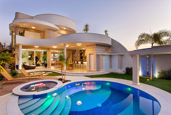 Contemporary-Luxury-Home-Curved-Facade-B