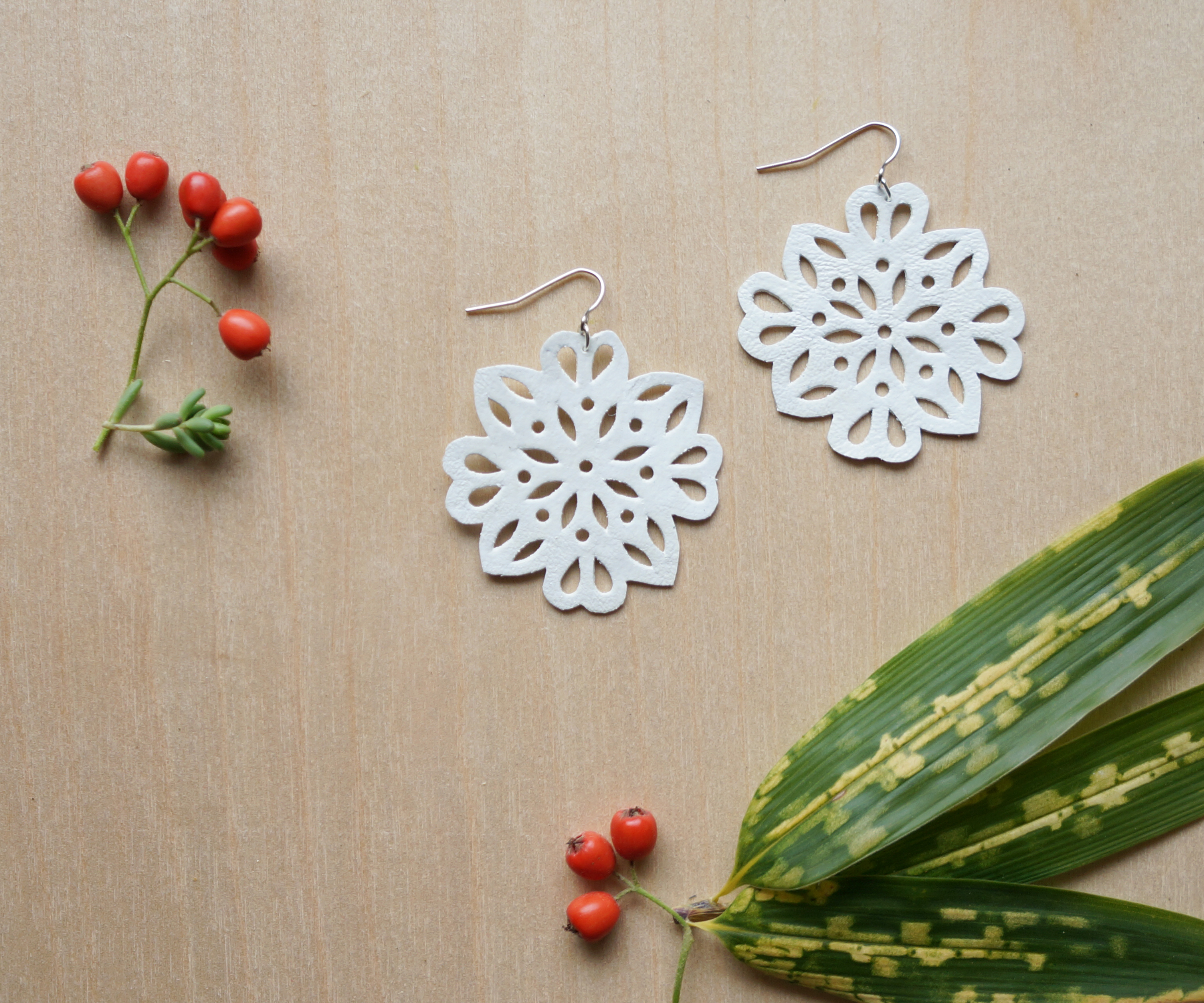 Snowlace Leather Earrings
