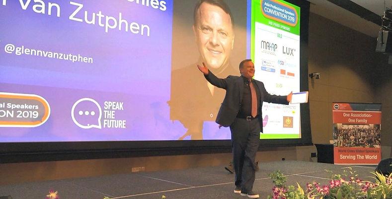 Glenn van Zutphen on stage